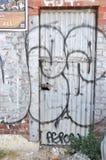 Porte verrouillée en métal avec l'étiquetage dans Fremantle Photos stock