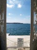 Porte vers la mer Images stock