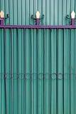 Porte verte de fer de portes de pliage images libres de droits