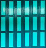 Porte verte en bon état profonde image libre de droits