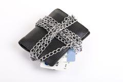 Portefeuille en creditcard die met ketting wordt gebonden Royalty-vrije Stock Afbeeldingen