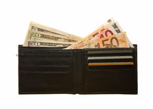 Portefeuille en cuir noir avec des notes d'euro et de dollar Image libre de droits