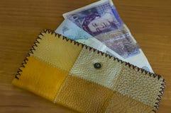 Portefeuille met papiergeldponden voor berekening royalty-vrije stock afbeelding