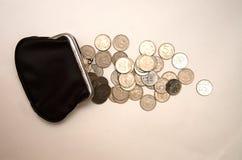 Portefeuille noir avec l'argent sur le fond blanc image stock