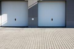 Portelli bianchi del garage Fotografie Stock