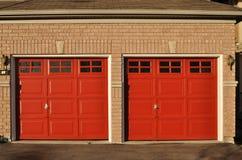 Portelli rossi del garage Fotografia Stock