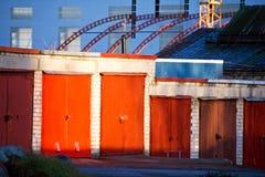 Portelli rossi del garage Immagini Stock Libere da Diritti
