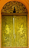 Portello antico intagliato oro del tempiale Tailandia Immagini Stock