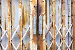 Portello d'acciaio di vecchiaia della trasparenza Immagine Stock Libera da Diritti