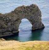 Portello di Durdle dal percorso Inghilterra del litorale del Dorset immagine stock
