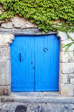 portello di legno blu Immagini Stock