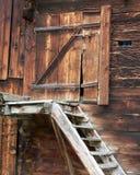 Portello di legno esposto all'aria Immagini Stock