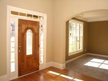 Portello di lusso di vetro macchiato con la stanza dell'arco immagini stock libere da diritti