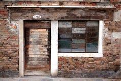 Portello e finestra di legno Immagini Stock