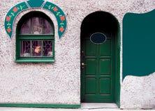 Portello e finestra verdi Fotografia Stock Libera da Diritti