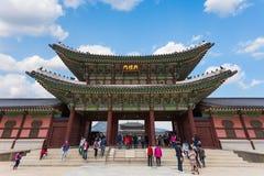Porten av den Gyeongbokgung slotten Fotografering för Bildbyråer