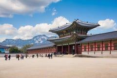 Porten av den Gyeongbokgung slotten Arkivbilder