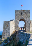 Porten av den medeltida fästningen av Kaliakra tjuren arkivfoton