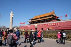 Porten av himla- fred på den berömda Tiananmen fyrkanten i Peking arkivfoton