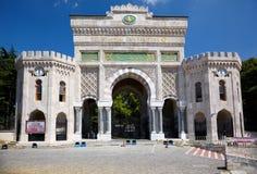 Porten för den huvudsakliga ingången av det Istanbul universitetet på den Beyazıt fyrkanten, är Royaltyfria Bilder