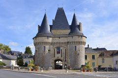 Porten Saint Julien på la-Ferté-Bernard i Frankrike Royaltyfri Bild