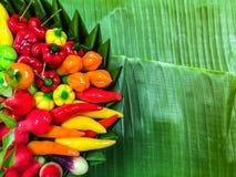 Portent des fruits les fèves de mung formées en gelée sur des feuilles de banane, style thaïlandais photographie stock libre de droits