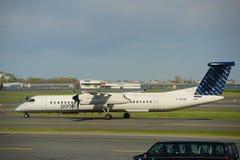 Porter Airlines Dash-8 på den Boston flygplatsen arkivbilder