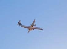 Porter Bombardier Aircraft i himlen Arkivbilder