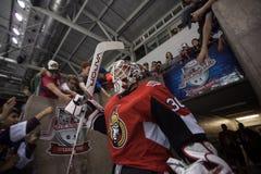 Portero Andrew Hammond de los Ottawa Senators del ` s del NHL fotografía de archivo libre de regalías