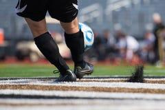 Portero del fútbol de la High School secundaria de Lincolnway que mira a su equipo ganar un juego Imagen de archivo