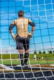 Portero del fútbol de la High School secundaria de Lincolnway que mira a su equipo ganar un juego Imágenes de archivo libres de regalías