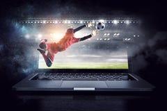 Portero del fútbol en la acción Técnicas mixtas Imagen de archivo libre de regalías