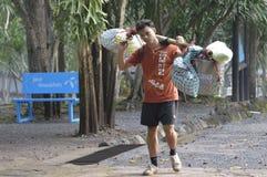 Portero en el rastro de Phu Kradueng Fotografía de archivo libre de regalías