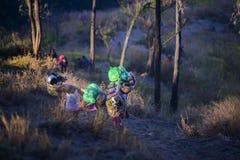 Porteros de Lombok a lo largo del camino al top Imagen de archivo