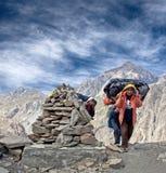 Porteros nepaleses en Dolpo, Nepal, Himalaya Imagenes de archivo