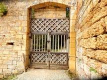 Portes à deux battants médiévales photographie stock libre de droits