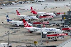 Portes à la terre du nord de l'aéroport d'Istanbul Ataturk Photographie stock
