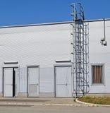 Portes arrières du bâtiment d'entrepôt Photos libres de droits