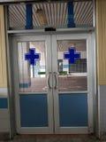 Portes automatiques à l'hôpital photos libres de droits