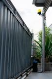 Portes automatiques en métal de maison de glissière Photographie stock