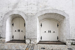 Portes blanches Photographie stock