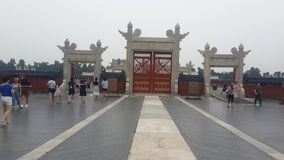 Portes blanches de Lingxing dans Pékin, Chine photos libres de droits