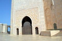 Portes décorées en 2ème mosquée de Hassan à Casablanca Maroc Images libres de droits