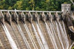 Portes d'inondation d'un barrage Images libres de droits