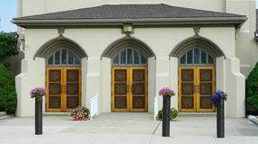 3 portes d'une église Photo stock