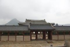 Portes dans le palais de Changdeokgung Photographie stock libre de droits