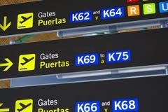 Portes de départ de courrier de signe de l'information d'aéroport Backgroun de voyage Photo libre de droits
