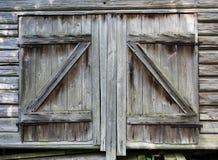Portes de grange très vieilles sur le vieux hangar Photo libre de droits