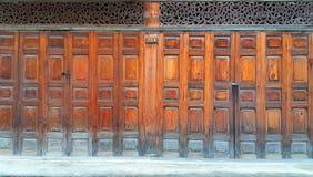 Portes de pliage chinoises en bois de style ancien image stock