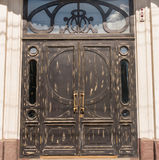 Portes en bois dans l'immeuble de bureaux Images libres de droits